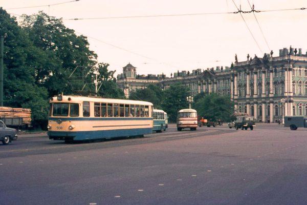Дворцовая площадь. Ленинград, 1970 год